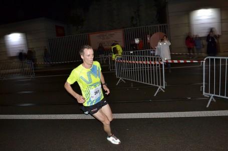 Nočnímu běhu 5|10 mil Brnem nakonec počasí přálo