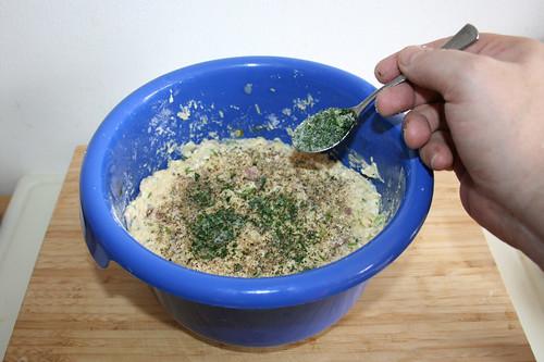 45 - Mit Salz, Pfeffer & Kräutern abschmecken / Taste with salt, pepper & herbs