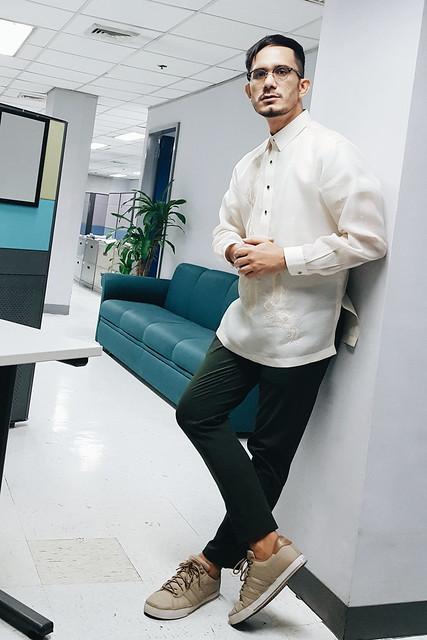 halfwhiteboy - barong tagalog and sneakers 02