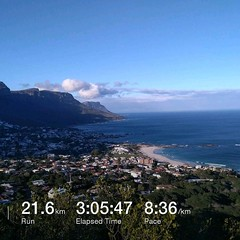 A tough but extremely worth it run at the Sanlam Peace Trail Run, just had to make a few stops to capture some of the spectacular views from #signalhill & #lionshead. . Big thanks to @sanlam_group and @wildrunnerza for organising. . #sauconny #sauconnyper