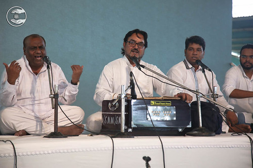 Devotional song by Swaran Baldev and Saathi from Rohini, Delhi