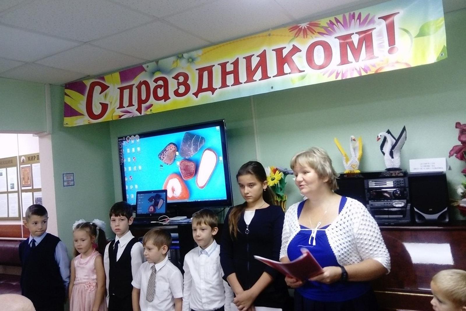 Воспитанники воскресной школы «Под Покровом» поздравили подопечных Центра социального обслуживания с Днем пожилогона человека