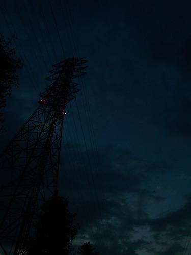 暮れなずむ空と鉄塔2