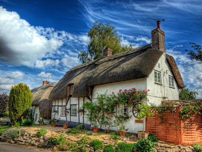 Thatched cottage in Easton near Winchester. Credit Neil Howard, flickr