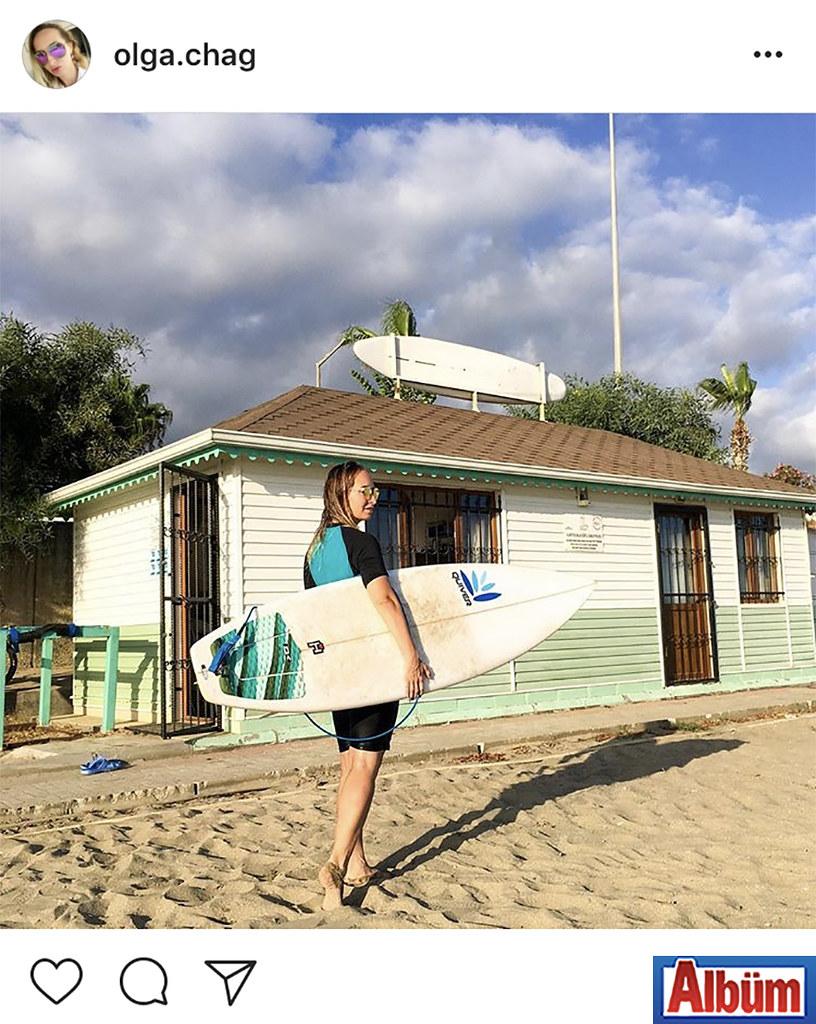 Fitness Eğitmeni Olga Çağ hafta sonu sörf yaparak stres attı.