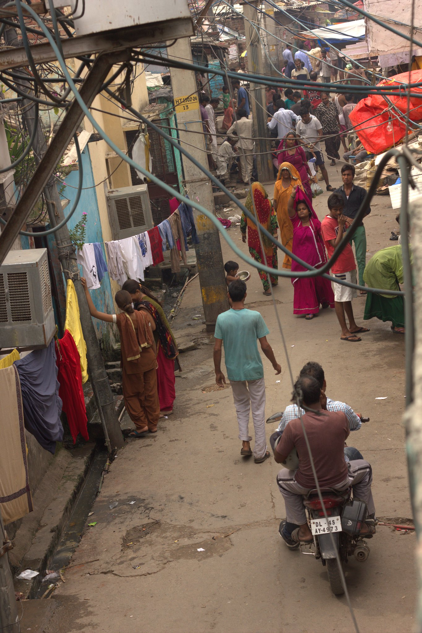 Tangle of electrical wires in Kathputli Colony