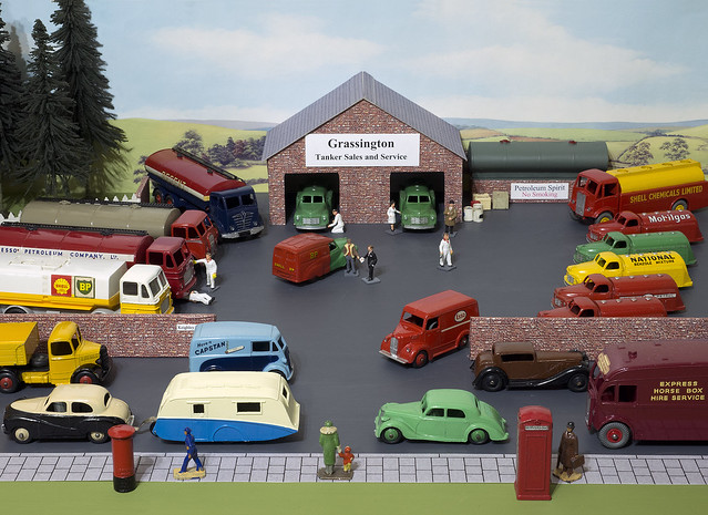 Dinky Toys Grassington Tanker Sales and Service Diorama
