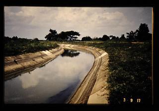 ナポンダムからの潅漑水路