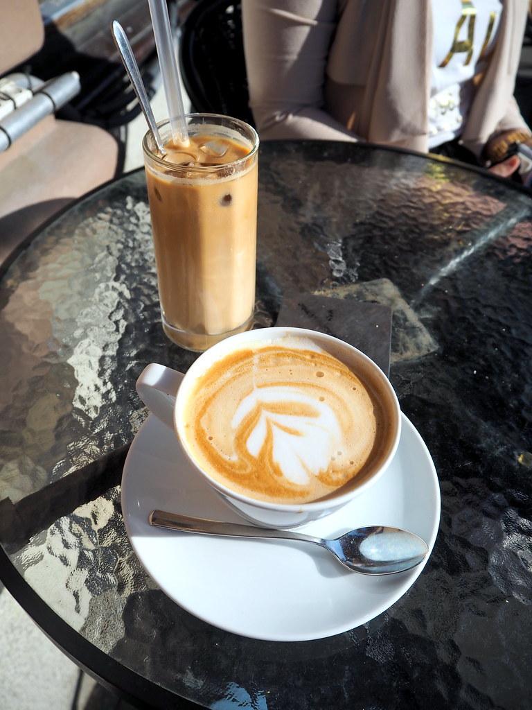 emman kanssa kahvilla