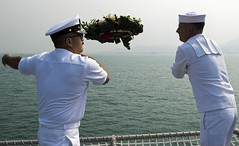 BMC William Garcia, left, and BM2 Paul Coombs toss a wreath to sea at the site of the wreckage of USS Houston (CA 30) and HMAS Perth (D29), Sept. 17. (U.S. Navy/MC2 Kaleb R. Staples)