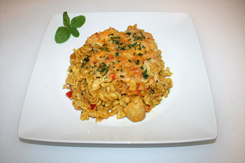 74 - Curry cream pasta bake with chicken in yoghurt marinade - Served / Curryrahmnudeln mit Hähnchen in Joghurtmarinade - Serviert