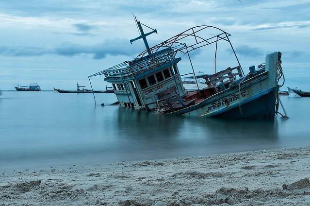 A shipwreck in Koh, Pentax K-50, SIGMA 17-70mm F2.8-4 DC MACRO OS HSM C013