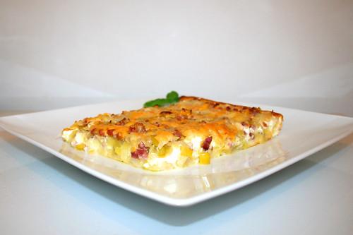 26 - Leek pie with feta - Side view / Lauchkuchen mit Schafskäse - Seitenansicht