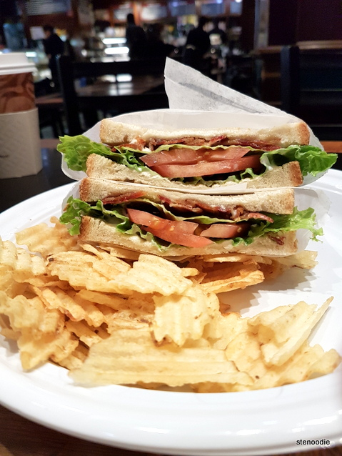 BLT sandwich with chips