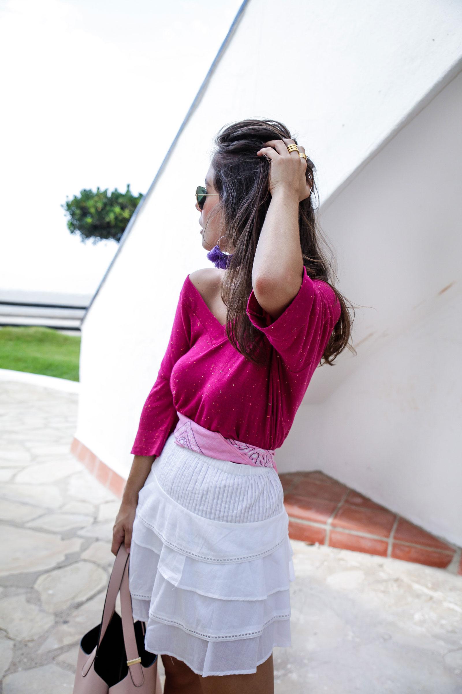 03_Camiseta_rosa_rüga_falda_blanca_look_verano_theguestgirl_laura_influencer_barcelona_españa_spain_ootd_inspo