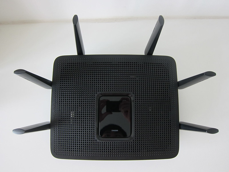 Linksys EA9300 - Top