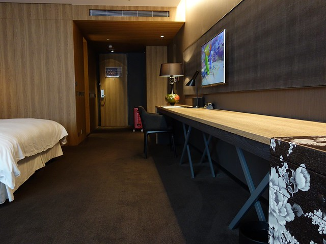 由內而外拍一張,這房間好大啊!@高雄Hotel dùa住飯店