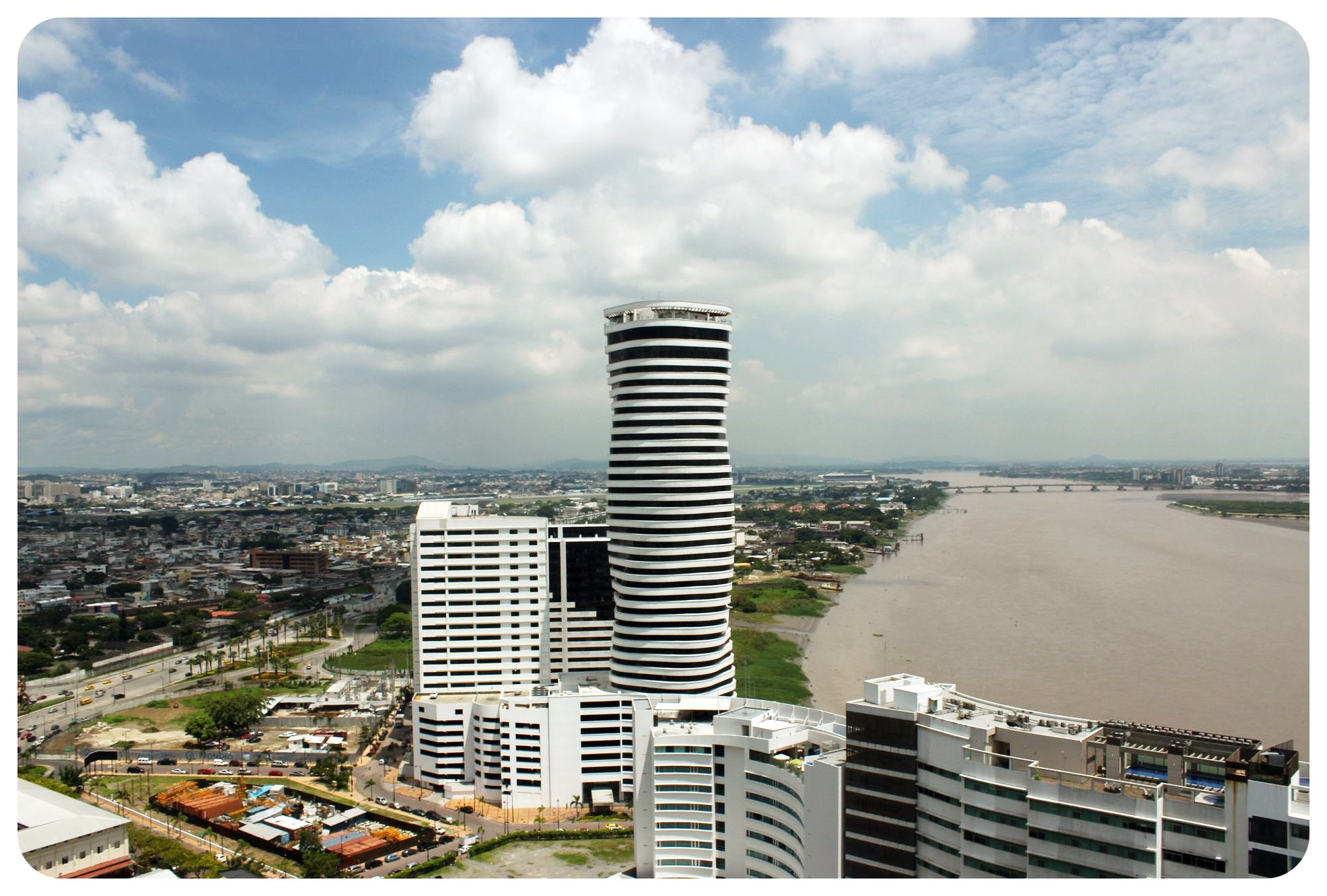 guayaquil the point