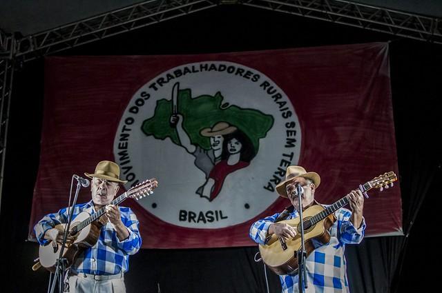 Parte das atrações culturais da Feira, os violeiros Zé Mulato e Cassiano tocaram na noite de sexta (4). - Créditos: Mídia Ninja