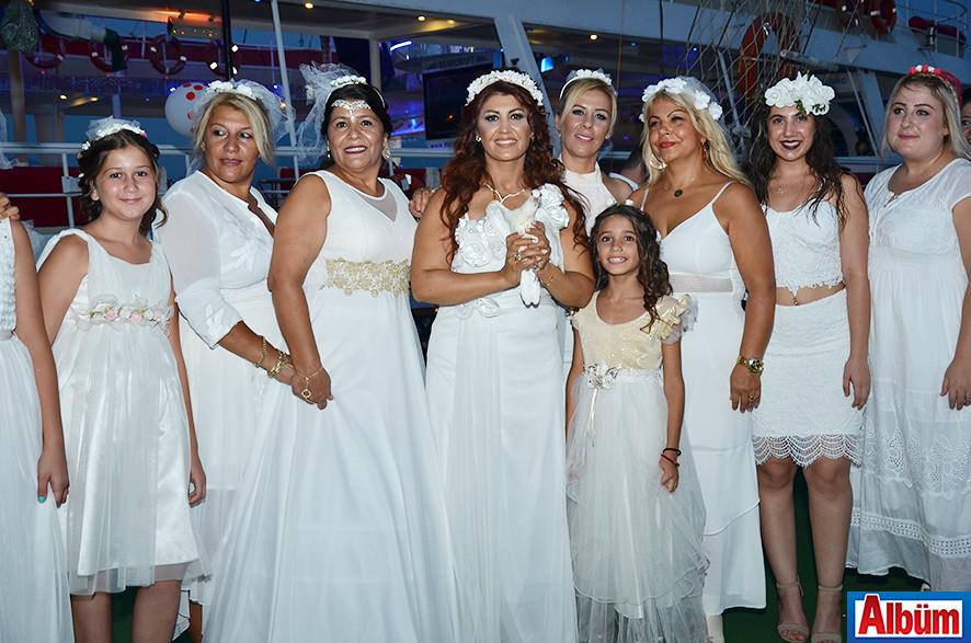 Leyla Aykanat- Gelinlikler içinde kutladılar-2