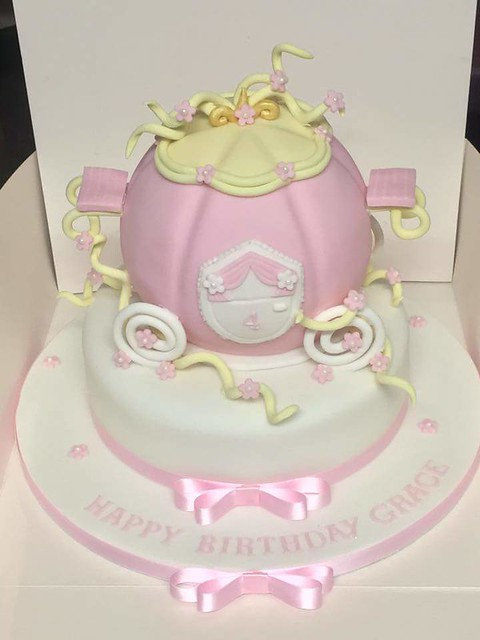 Cake by Katie Pullman of Kate's cakes