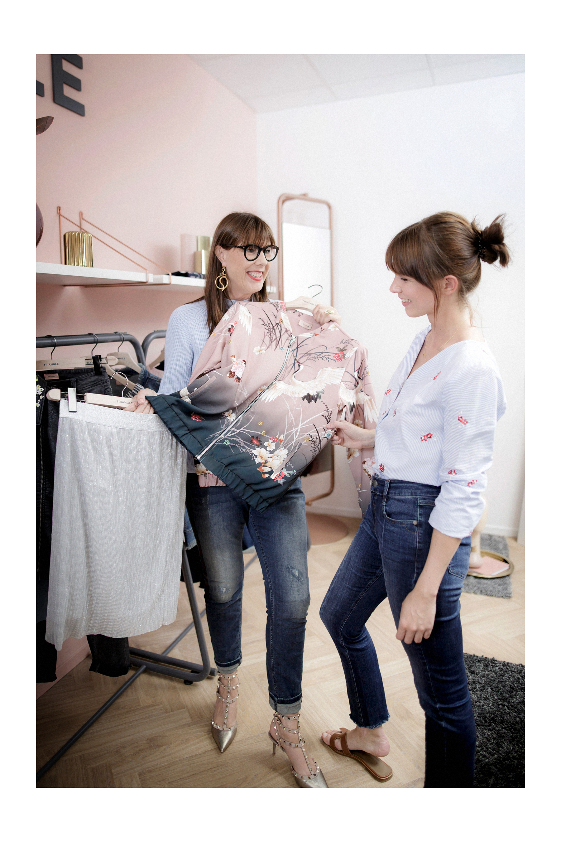 triangle interview business for fashion girls talk fashionblogger rosegold grey minimal scandi style interior brunette bangs cute denim style baby blue cats & dogs modeblog  düsseldorf germany styleblogger outfitblogger ricarda schernus max bechmann 4