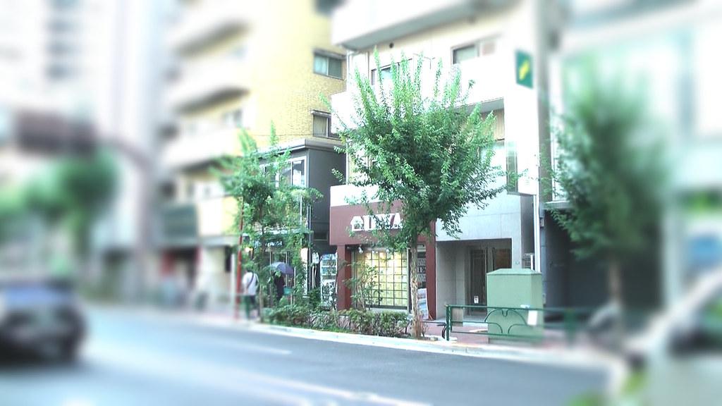 三軒茶屋の街のIEYA