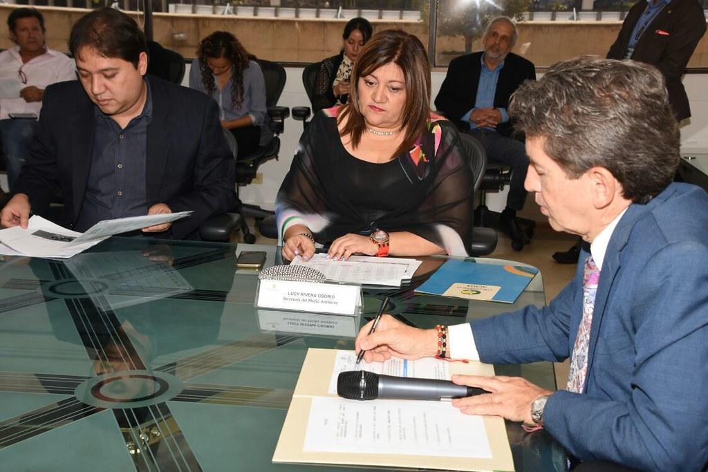 Firma del convenio Gobernación de Antioquia - Corantioquia para la conservación de ecosistemas estratégicos