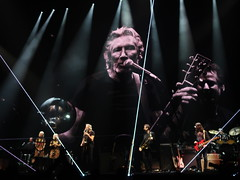 Roger Waters (Us + Them Tour) - Roger Waters, Dave Kilminster, Gus Seyffert, Jonathan Wilson, Drew Erickson, Jon Carin, Ian Ritchie, Joey Waronker, Jess Wolfe & Holly Laessig