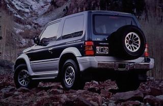 Mitsubishi_PajeroSWB_1992_R2