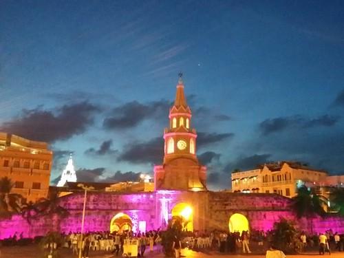 Torre del Reloj. Bastante iluminada nesse dia por causa de um show na frente dela.