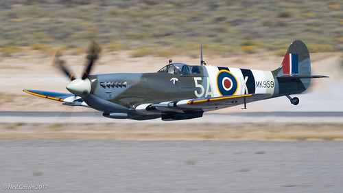 Supermarine Spitfire Mk IX - Super Low Flyby