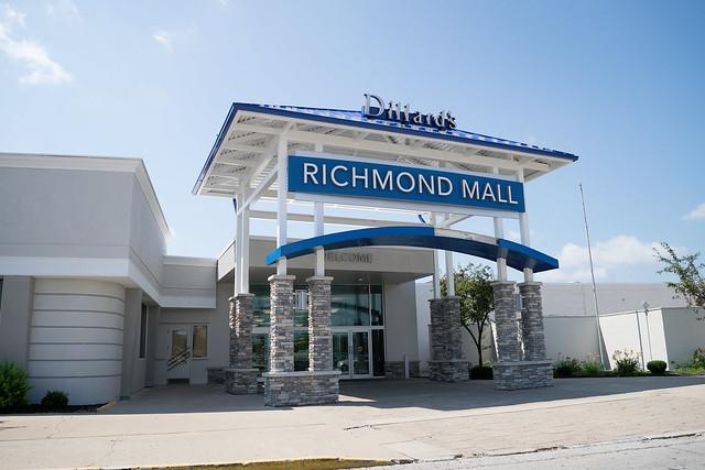 center mall entrance (exterior)