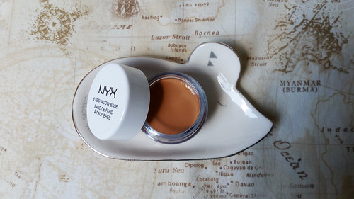 NYX - eye shadow base in skin tone