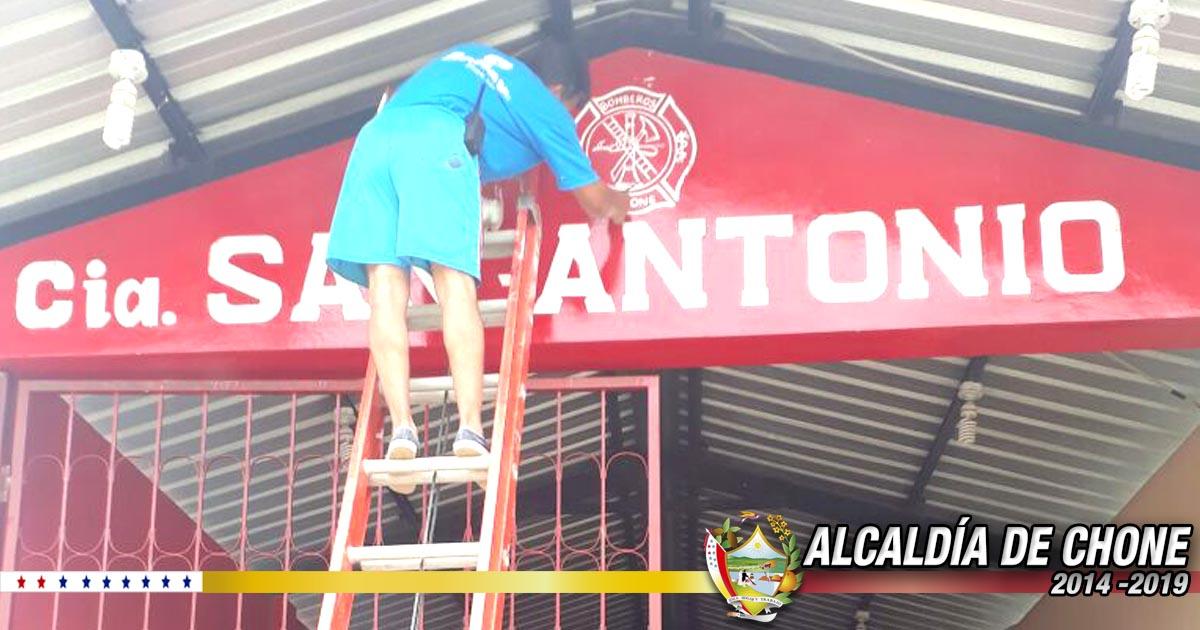 Cuerpo de Bomberos de Chone mejora oficinas de San Antonio y Canuto