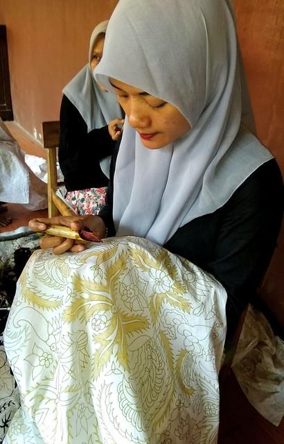 Menulis batik
