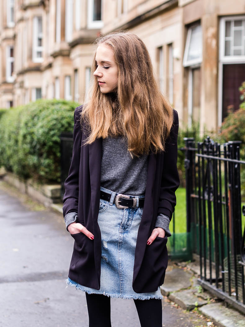how-to-wear-denim-skirt-in-autumn
