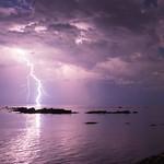 31. Juuli 2017 - 23:07 - Un orage passait au large, j'ai décidé de faire de longues expositions en me croisant les doigts.  A thunderstorm was traveling over the water, I decided to take long exposures, with my fingers crossed.