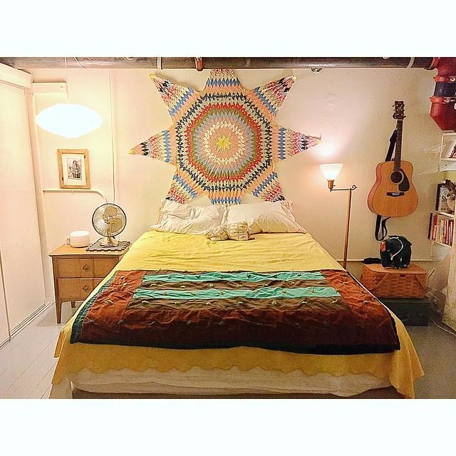 My current bedroom look w #vintagequilt #starquilt #quilttop #interiordesign