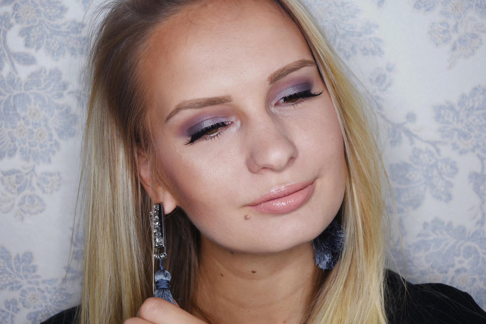 Taupe smokey eye shadow makeup look
