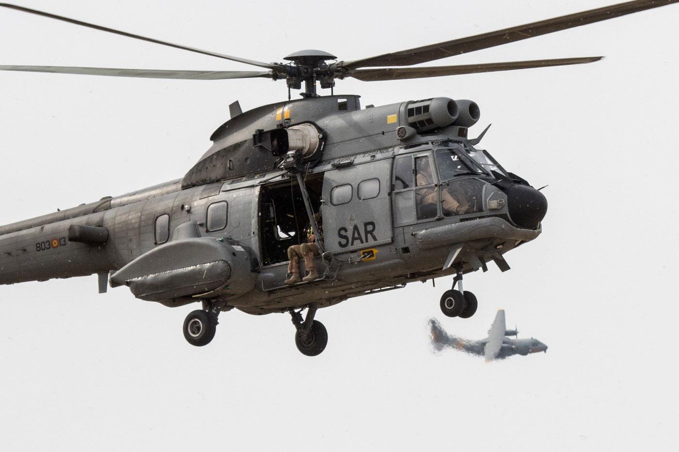 Festival Aéreo 25 años del Ala 48. Un helicóptero Súper Puma (HD.21) del SAR perteneciente al Ala 48