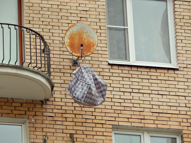 сумка на антенне | bag on the satellite dish-1