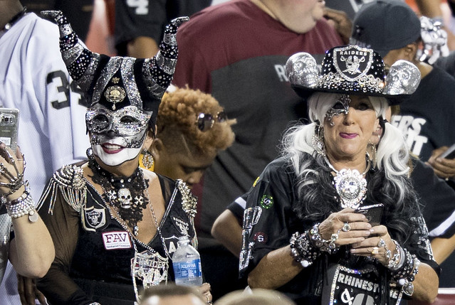 Oakland Raiders Fans, Canon EOS-1D X MARK II, Canon EF 200mm f/2L IS