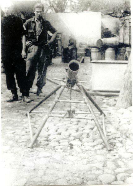 Polish-insurgents-gun-snn-3