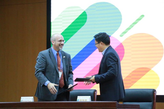 TESOL Signs Partnership with China Daily 21st Century