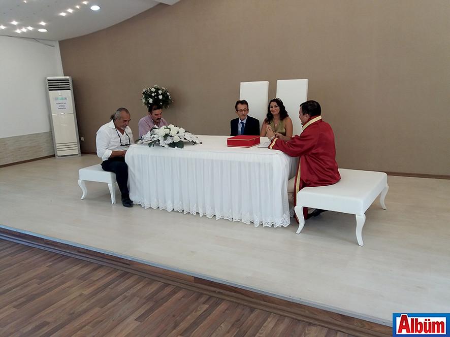 Çiftin nikah şahitliğini Gazeteci Mehmet Al ve Mahmutlar Pizza İtalian'ın işletmecisi Yavuz Sümer yaptı.