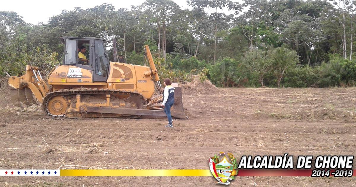 Alcaldía de Chone deja listo terreno para construcción de viviendas
