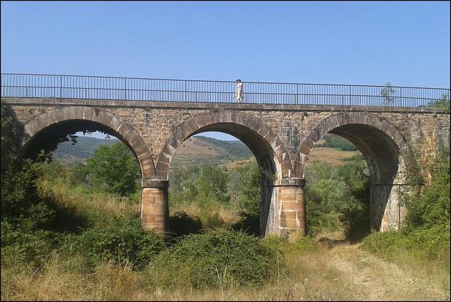 Puente de la vía verde (Ojacastro, La Rioja, España, 22-8-2013)