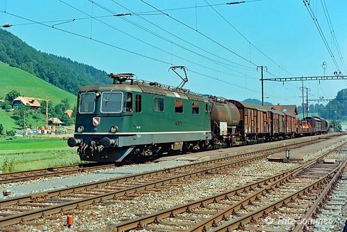 Re 4/4 III 113 mit Zug 970 in Walkringen, P9116309-1