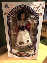 Snow White Limited Edition dolls in Shanghai disney store
